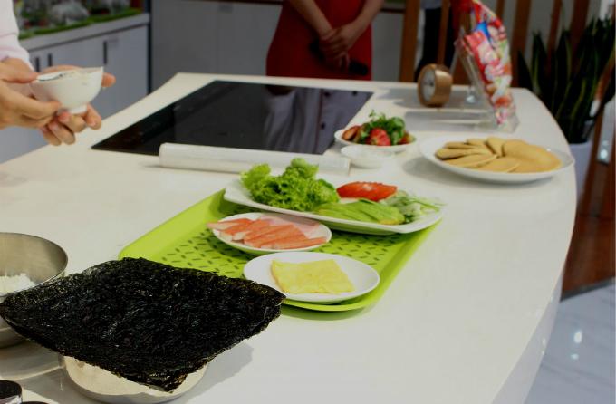 mang theo nguyên liệu, hoặc phải nộp phí, Trung tâm đào tạo ẩm thực Ajinomoto Cooking Studio hoàn toàn miễn phí, kể cả chi phí nguyên liệu.