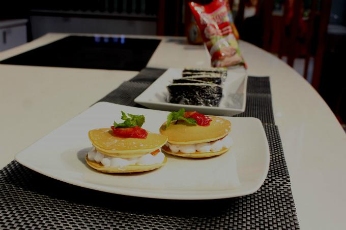 Onigiri sandwich, Pancake nhân kem