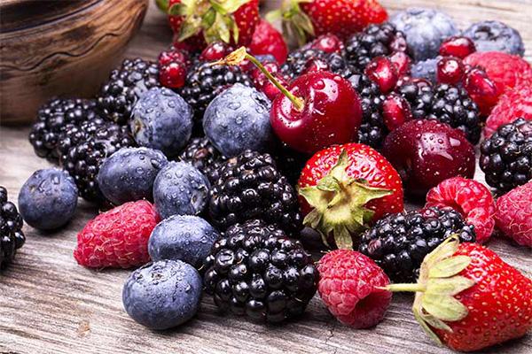 Quả mọng Quả mọng rất giàu chất chống oxy hoá, là những thức quả vừa ngon miệng vừa rất tốt cho làn da và sức khoẻ.