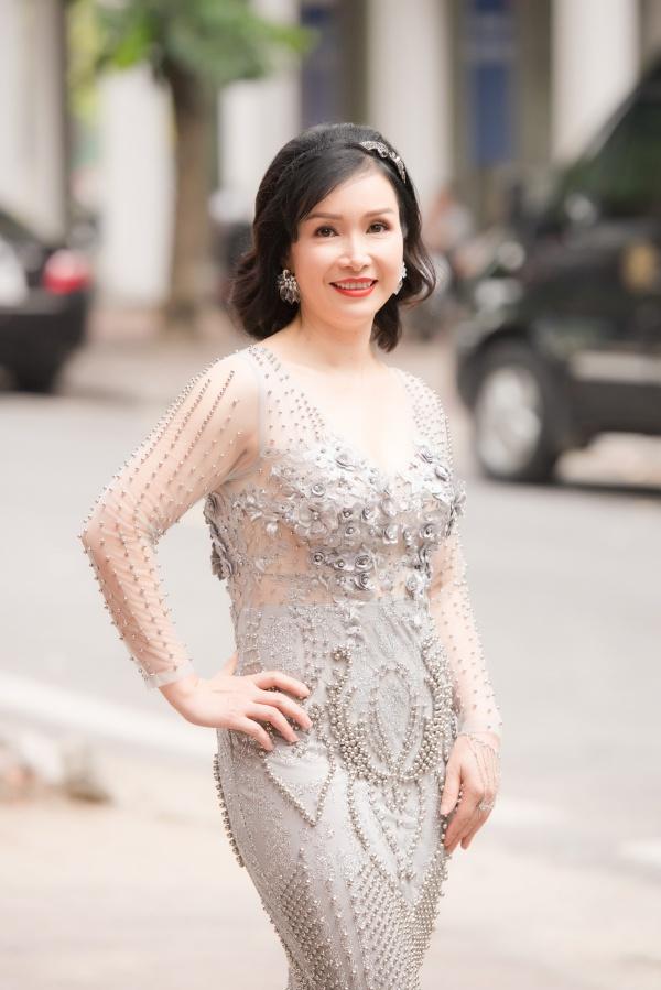 Sáng 8/7, cuộc thi Hoa hậu Việt Nam 2018 tiếp tục vòng thi sơ khảo khu vực miền Bắc tại Hà Nội. Hoa hậu Bùi Bích Phương xuất hiện với chiếc đầm dạ hội có chất liệu xuyên thấu và được đính kết cầu kỳ.