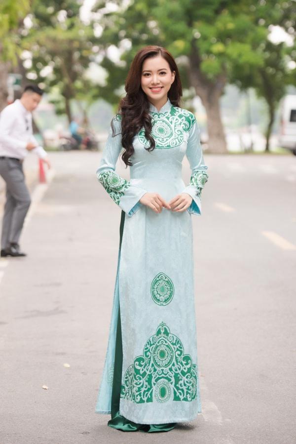 Hà Thanh Vân sinh năm 1993 và có gương mặt khả ái.Người đẹp từng lọt vào vòng chung kết Hoa hậu Phụ nữ Việt Nam qua ảnh 2012 và là Á khôi 1 trường Đại học Ngoại thương Hà Nội năm 2013.