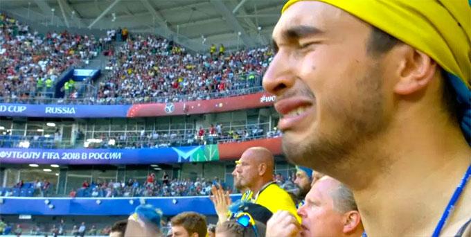 Fan nam Thụy Điển nức nở khi trận đấu chưa kết thúc