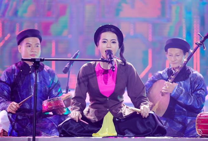 Ca sĩ Kim Thành mang tới một màu sắc khác với màn hóa thân NSƯT Thanh Ngoan hát xẩm Sướng khổ vì chồng.