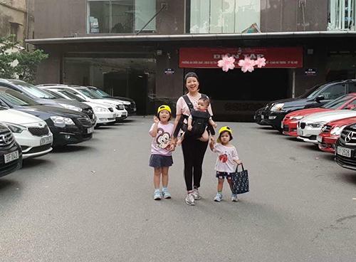 Minh Trang cười rạng rỡ bên 3 cô công chúaDaisy - Bánh Mì  Bơ.