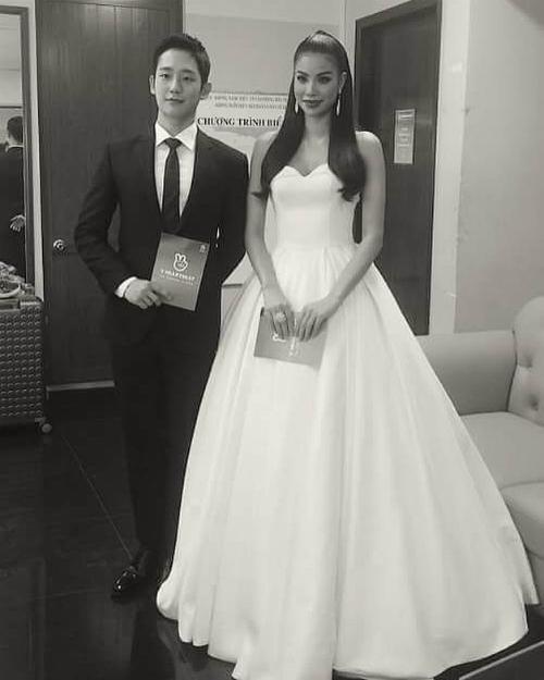 Phạm Hương khoe ảnh chụp cùng nam diễn viên Jung Hae In trong phim Chị đẹp mua cơm ngon cho tôi.