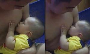 Ông bố cho con bú như một bà mẹ