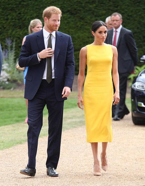 Vợ chồng Hoàng tử Harry nổi bật tại sự kiện hôm 6/7. Ảnh: Pool.