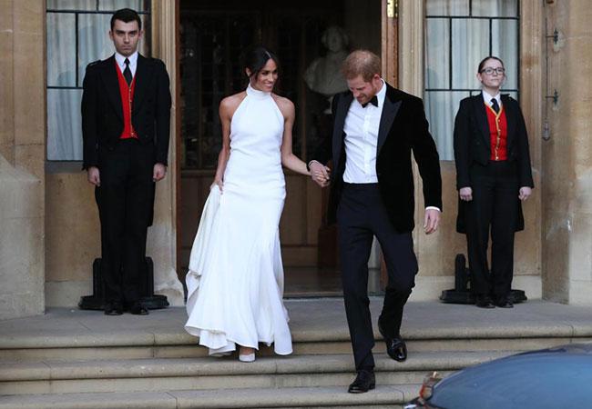 Chiếc váy đuôi cá giúp Meghan ghi điểm tuyệt đối tại tiệc cưới hôm 19/5. Ảnh: PA.