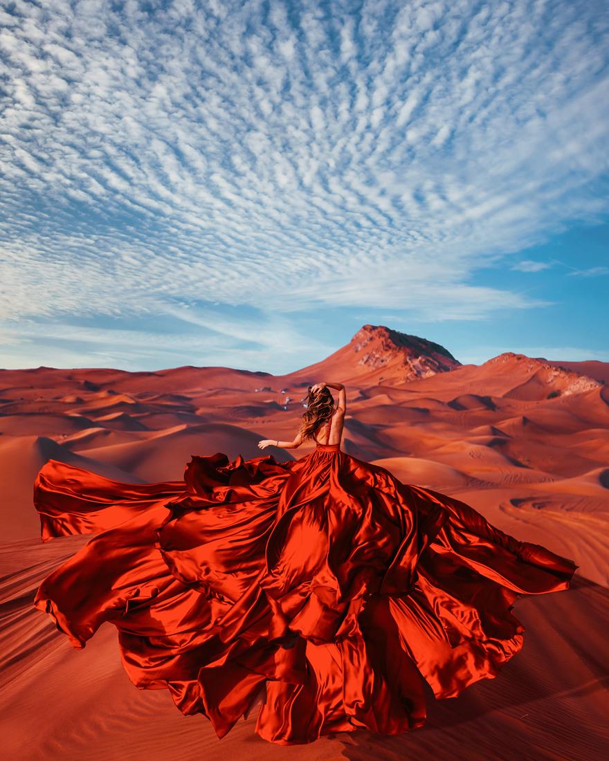 Bộ ảnh váy áo tiệp màu khung cảnh đẹp khắp thế giới