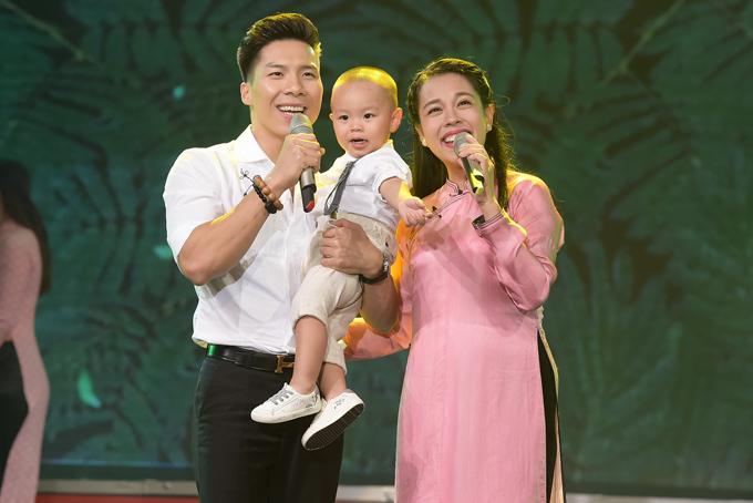 Chương trình Thay lời muốn nói chủ đề Duyên diễn ra tại nhà hát Đài truyền hình TP HCM tối 8/7 có sự tham gia của gia đình Quốc Nghiệp - Ngọc Mai.