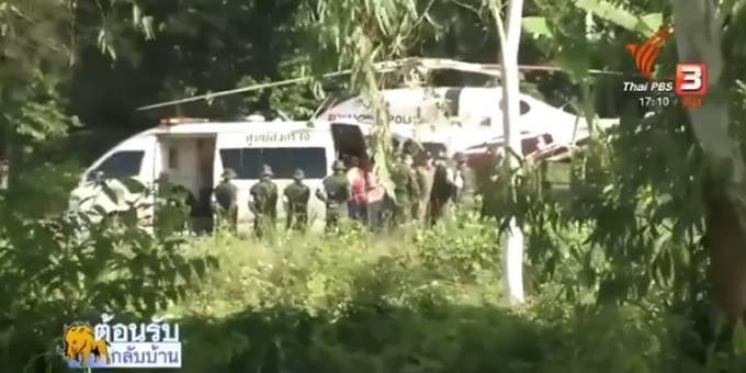 Trực thăng đọi sẵn khi xe cứu thương đưa người tới. Ảnh: Thai PBS.