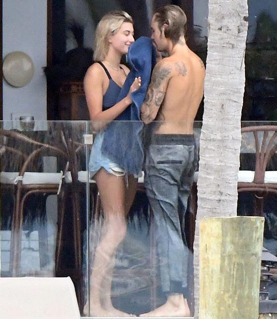 Hailey đi nghỉ với Justin ở Miami vào tháng 6.