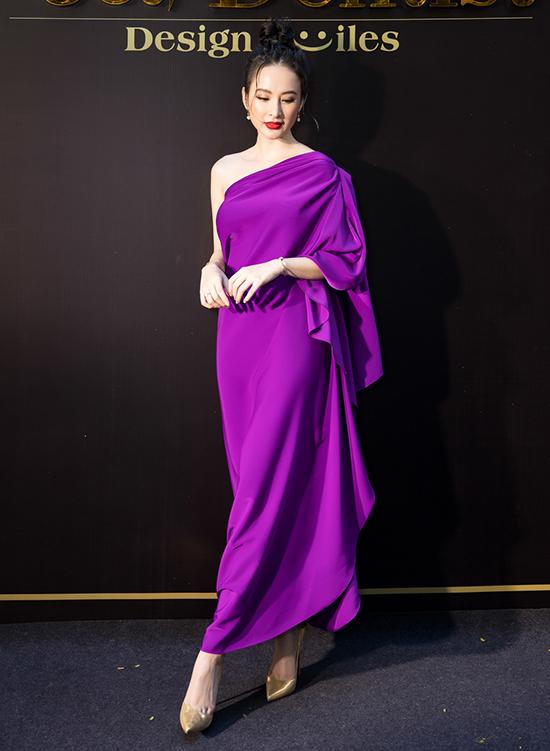 Angela Phương Trinh nổi bật cùng mẫu váy tím lệch vai do NTK Đỗ Mạnh Cường thực hiện.