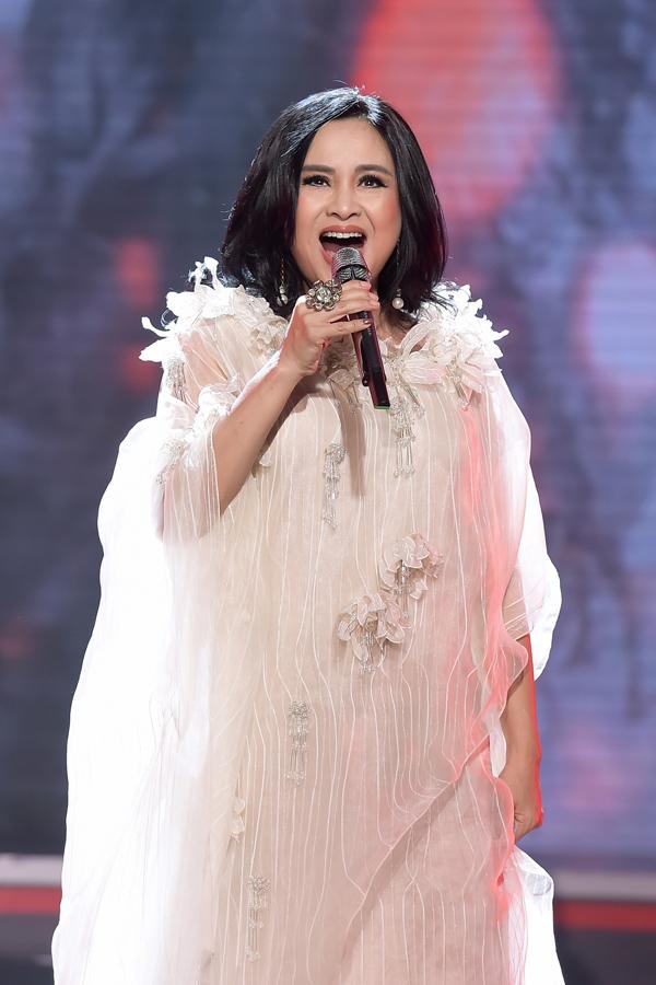 Diva Thanh Lam từ Hà Nội vào tham gia chương trình. Chị thể hiện hai ca khúc Giọt sương trên mí mắt và Em hãy ngủ đi.
