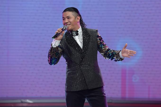 Kasim Hoàng Vũ góp mặt với ca khúc Vì yêu, mang đến không khí rộn ràng. Ca sĩ cũng vừa chia sẻ thông tin đã có vợ con và đang sống hạnh phúc.
