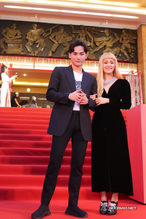 Quán quân The Voice - Ali Hoàng Dương (trái).