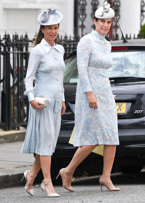 Pippa và chi họ Lucy Middleton, một trong số những người được Kate chọn làm mẹ đỡ đầu của Louis, là những vị khách đầu tiên đến dự lễ rửa tội. Ảnh: Vantage News.