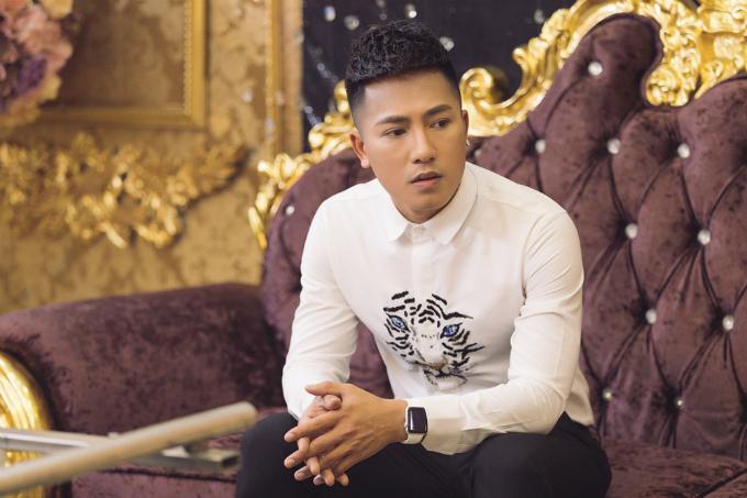 Ca sĩ Châu Khải Phong từng có thời gian khó khăn khi theo đuổi nghề ca sĩ.