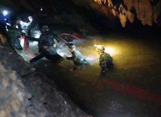 Hang Tham Luang dài khoảng 10km với nhiều cửa hang và lối rẽ, mùa mưa thường bị ngập nước nên rất nguy hiểm. Ảnh: ABC.