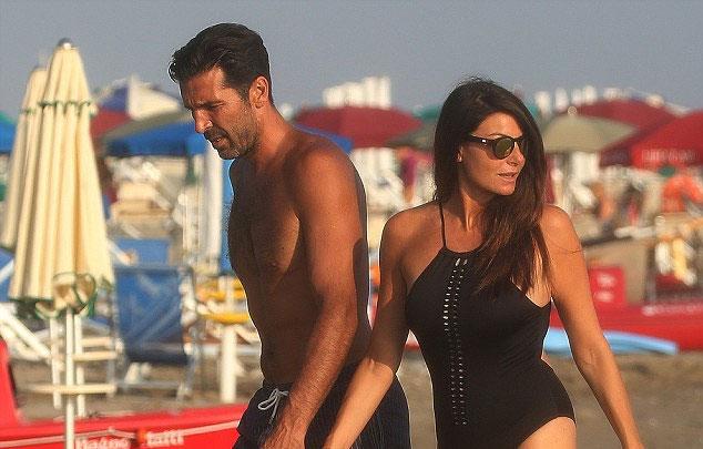 Buffon và Ilaria DAmico đính hôn năm ngoái và dự kiến sớm tổ chức đám cưới.