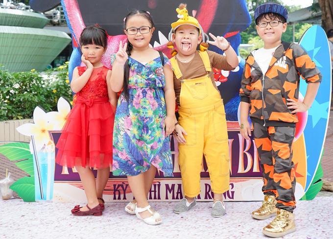 Từ trái qua: bé Bối Bối, Kim thư, A Pù và Hoàng Bách vui vẻ hội ngộ tại sự kiện ở TP HCM.