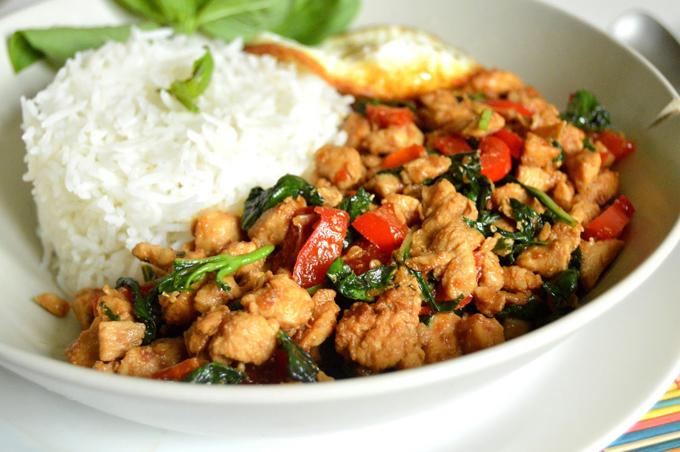 Món Phat Ka Pao được ăn kèm cơm của người Thái Lan. Ảnh: ReceipFood.