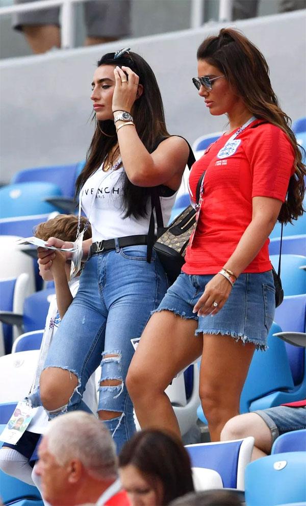 Các WAGs tuyển Anh đến sân xem trận đấu. Ảnh: NS.