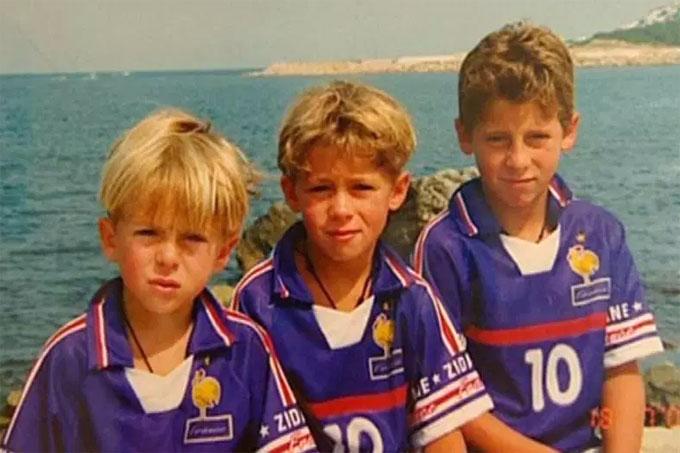 Hazard (bên phải) và hai em trai. Ảnh: NN.