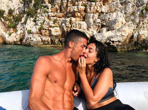 Georgina Rodriguez khẳng định cô luôn ủng hộ quyết định chọn đội bóng của C. Ronaldo. Ảnh: TS.