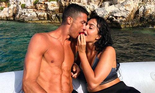 Bạn gái C. Ronaldo hé lộ khoảnh khắc lãng mạn trong kỳ nghỉ