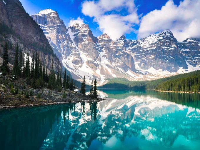 Cảnh quan vườn quốc gia Banff, Canada, đất nước đượcLonely Planetbình chọn là Điểm đến của năm 2017. Ảnh:National Post.
