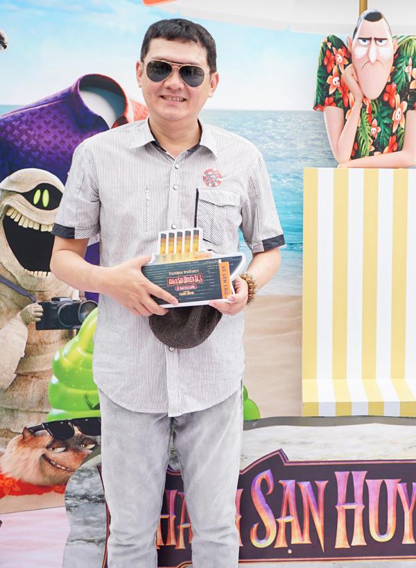 Nghệ sĩ Hữu Châu lồng tiếng cho nhân vật Dracula.