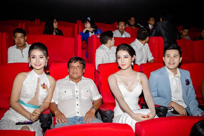 Huyền My ngột thở khi được truyền thông Myanmar săn đón - 4