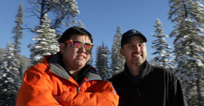 Moses Lam (trái) và Troy Paquette tại nơi xuất khẩu khí sạch cho thế giới. Ảnh:CNBC.