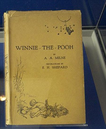 Ấn bản quý hiếm của cuốn Winnie The Pooh có giá hơn 10.000 USD mà Hoàng tử Harry vừa mua. Ảnh: Shutterstock.