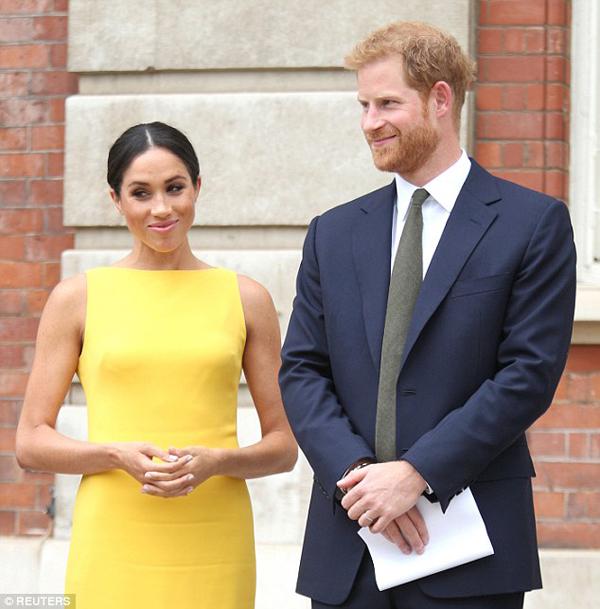 Vợ chồng Hoàng tử Harry sẽ là khách mời trong lễ rửa tội của con trai William và Kate. Ảnh: Reuters.