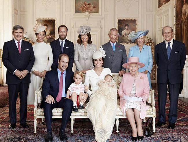 Hoàng gia Anh trong lễ rửa tội của Công chúa Charlotte năm 2015. Ảnh: