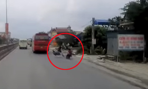 Thanh niên vượt ẩu hạ gục người chạy xe ngược chiều