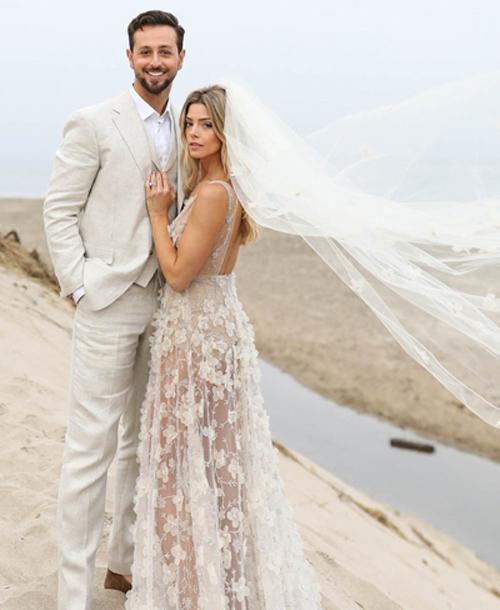 Ngôi sao Twilight diện váy trễ ngực, váy xuyên thấu trong ngày cưới - 6