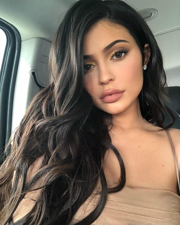 Đôi môi căng mọng của Kylie Jenner từng là niềm ao ước của nhiều cô gái.