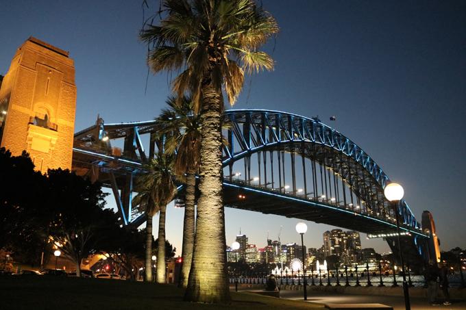 Cầu Sydney Harbour vào ban đêm.