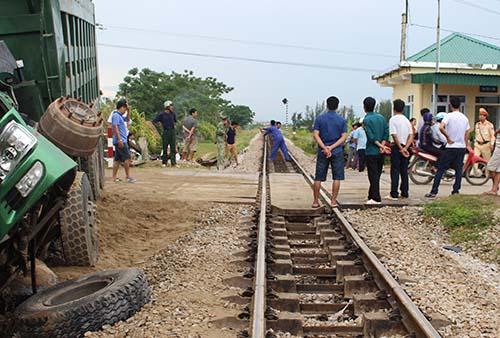 Đường sắt thông tuyến sau hơn một giờ.