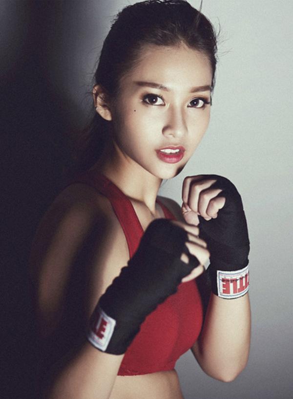 Khả Ngân sinh năm 1997, tên đầy đủ Trần Thị Kim Ngân. Năm 2012, những bức hình Khả Ngân trong bộ đồ tập boxing gây sốt cộng đồng mạng. Cô được cộng đồng tuổi teen yêu thích với hình ảnh khỏe khắn, cá tính và được đặt cho danh xưng hot girl boxing.