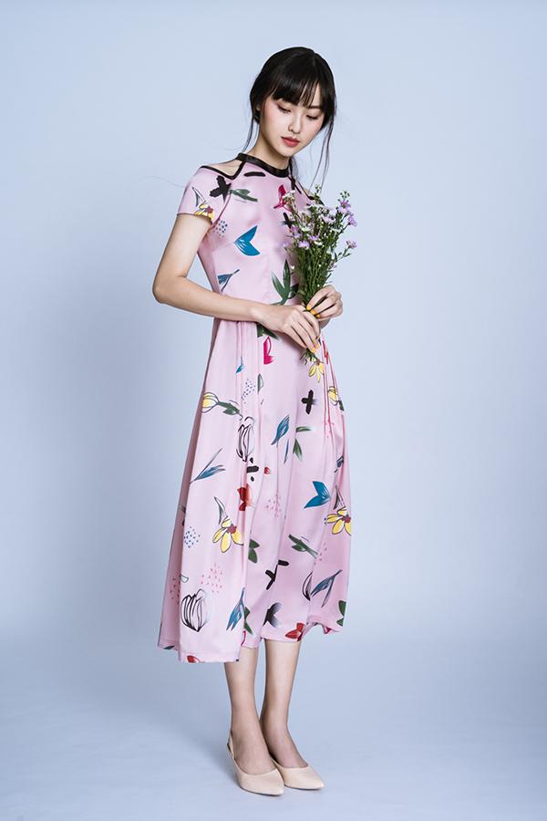 Váy gấm dệt kim tuyến là phong cách nhẹ nhàng trong trẻo cho ngày hè.