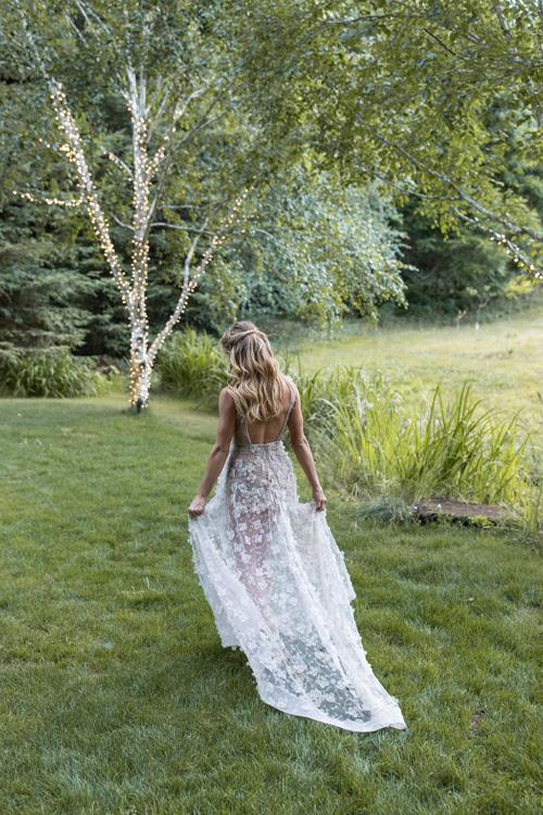 Ngôi sao Twilight diện váy trễ ngực, váy xuyên thấu trong ngày cưới - 7