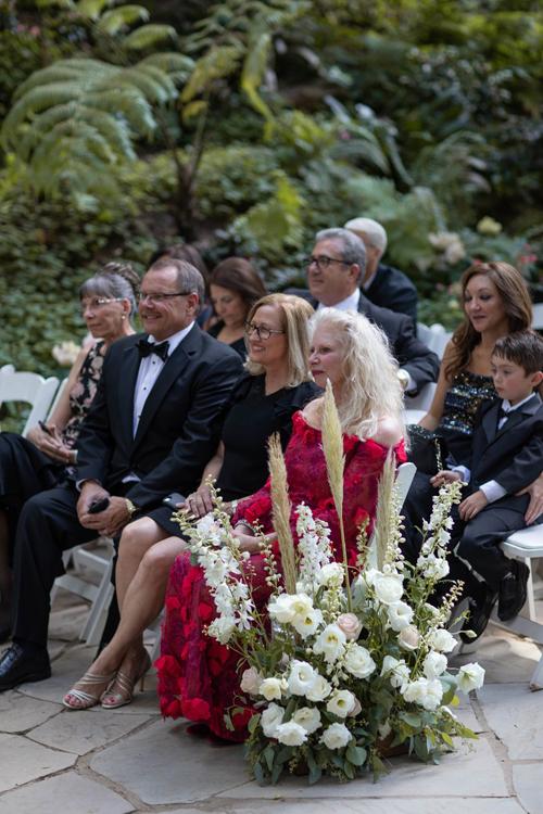 Ngôi sao Twilight diện váy trễ ngực, váy xuyên thấu trong ngày cưới - 4