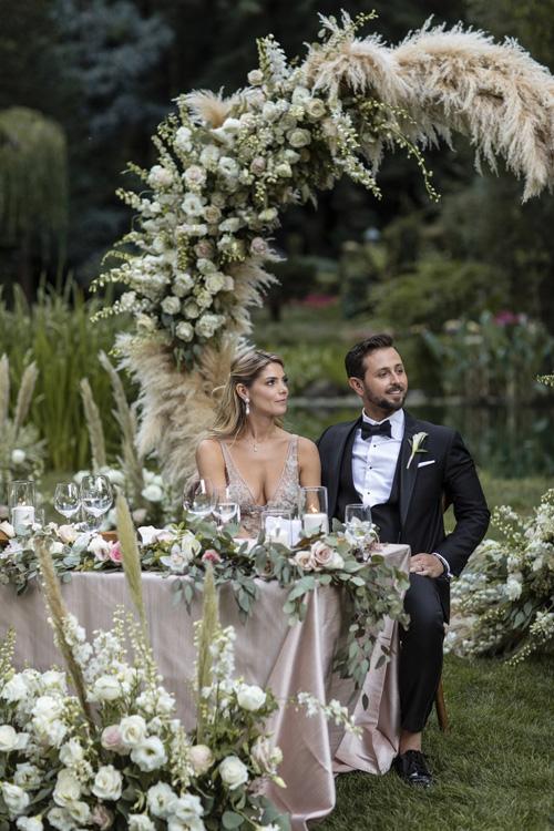 Ngôi sao Twilight diện váy trễ ngực, váy xuyên thấu trong ngày cưới - 10