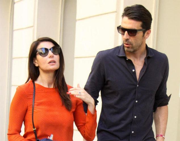 Buffon và Ilaria DAmico là cặp đôi đẹp của làng WAGs Italy.