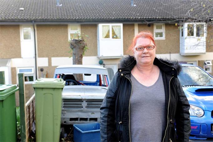 Mẹ đẻ của Dele Alli đang làm công nhân quét rác ởMilton Keynes, Anh. Ảnh: The Sun.