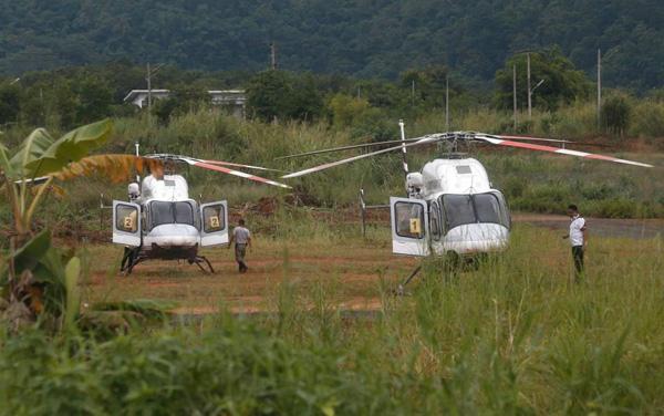 Sau khi được kiểm tra tình hình sức khỏe tại bệnh viện dã chiến bên ngoài cửa hang, các em được cho lên xe cứu thương và chở tới nơi trực thăng đang chờ sẵn để tới bệnh viện Chiang Rai, nơi các em được chăm sóc và theo dõi cẩn thận.Sau khi gặp 4 nạn nhân mắc kẹt đầu tiên được cứu thoát, ông Narongsak Osottanakorn, thống đốc tỉnh Chiang Rai cũng là người chỉ huy cuộc giải cứu,cho biết sức khỏe của các em hoàn hảo. Ông cũng xác nhận các em đã phải lặn khoảng 1 km.
